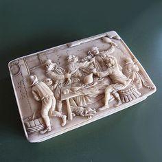 Online veilinghuis Catawiki: Rare ivory snuff box with tavern drinking scene - 18th century