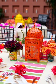 Colorful lantern centerpieces. Photography: Victor C. Sizemore