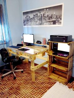Pallet Computer Desk with Glass Top | 101 Pallets
