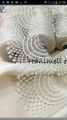 This post was discovered by La - Salvabrani Crochet Lace Edging, Crochet Borders, Irish Crochet, Crochet Doilies, Crochet Patterns, Crochet Stitches, Mothers Day Flower Pot, Crochet Hooded Scarf, Flower Pot Crafts