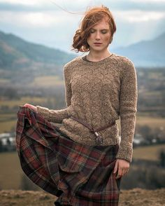 Free and Sweet and Easy Crochet Sweater Pattern For Winter! Part 42 ; knitting sweaters for beginners; Tartan Fashion, Look Retro, Sweater Knitting Patterns, Knitting Sweaters, British Style, Pulls, Knitwear, Winter Outfits, Winter Fashion