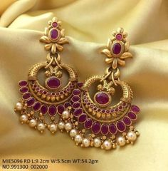 trendy Ideas for wedding rings photography gold Gold Jhumka Earrings, Indian Jewelry Earrings, Jewelry Design Earrings, Gold Earrings Designs, Gold Jewellery Design, Bridal Earrings, Gold Wedding Jewelry, Gold Jewelry Simple, Wedding Rings