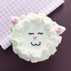 Furry Cake! Agora é a vez dos bolos peludinhos!!! Olhem só a fofura desta ovelhinha!!! ❤️Foto @douglasdanielfotografia com @roselyribeiroestudio bicos @wiltoncakes #wilton #wiltoncakes #wiltoncakebrasil #wiltonclass #janainasuconic #furrycake #furrycakes #cakedesign #buttercream #cursosjanainasuconic #buttercreamcake #buttercreamicing #cursos #wiltoncakebrasil #cake #confeitaria #cakedesign @puratos.brasil #puratosbrasil #puratos
