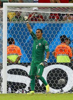 Keylor Navas: Über ihn lacht keiner mehr - Costa Rica steht dank der Paraden von Keylor Navas im Viertelfinale der Fußball-WM. Mehr zur Person: http://www.nachrichten.at/nachrichten/meinung/menschen/Keylor-Navas-Ueber-ihn-lacht-keiner-mehr;art111731,1427900 (Bild: epa)