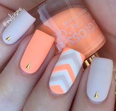 dat neon peachy peach!  #slaaay   @flossgloss : Pony.  @essiepolish : Urban Jungle.  Blanc.  @bornprettystore : Tiny triangles item 23270.