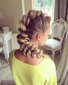 Mohawk inspired pull-through braid. #braid #braided #mohawk