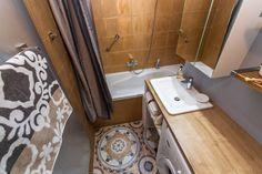 The bathroom with bath-tub.