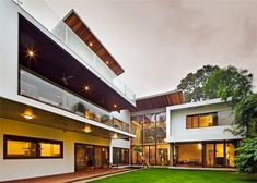 Double Height Windows Bring Natural Light Into This Home In India Khosla Associates have designed the Bhuwalka House a contemporary home for a young couple and their teenage daughter in Bangalore nbsp hellip Luz Natural, Natural Light, Interior Architecture, Interior And Exterior, India Architecture, Interior Design, Bungalow, Art Nouveau, Architectural Section