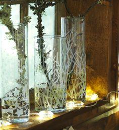Déposez ces vases CYLINDER près d'une fenêtre et appréciez l'effet des rayons de soleil qui les traversent