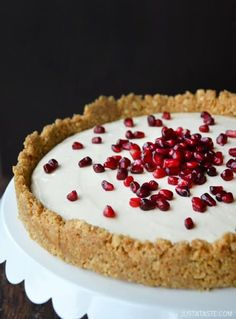 Easy No-Bake Cheesecake (topped with pomegranate seeds) Note: This cheesecake has a softer, pudding-like consistency. Because there is no gelatin in the mixture, the cheesecake will never fully harden past the pudding stage. Easy No Bake Cheesecake, Baked Cheesecake Recipe, No Bake Desserts, Delicious Desserts, Dessert Recipes, Yummy Food, Dessert Healthy, Gateaux Cake, Chocolate Chip Cookie Dough