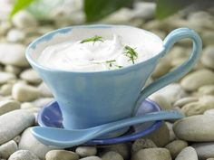 Scharfer Limetten-Dip: Schnelle Sauce zum Grillen. Mit frischem Aroma von Joghurt und Harissa für ein fettarmes Dip-Vergnügen.