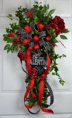 Valentine Wreath Valentine Swag St by GaslightFloralDesign Valentine Theme, Valentine Day Wreaths, Valentines Day Decorations, Vintage Valentines, Valentine Crafts, Christmas Wreaths, Valentine Ideas, Creative Crafts, Door Wreaths