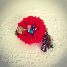 ポンポンメーカーでお花ブローチピンの作り方 - 簡単DIY!「ハンドメイドアクセサリーの作り方」 numakoのブログ