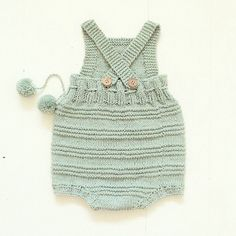 • B I L L I E • baby romper. From behind. Pattern in DANISH & ENGLISH on strikdet.etsy.com. Link in top of profile #strikk #barnestrikk #babystrikk #baby #knitstagram #igknitters #instaknit