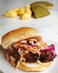 "Vegan ""Pulled Pork"" Sandwich (using Jackfruit) Jackfruit Pulled Pork, Vegan Pulled Pork, Canned Jackfruit, Bbq Pork, Low Carb Vegetarian Recipes, Vegan Recipes, Cooking Recipes, Vegan Meals, Vegan Food"