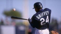Mariners to induct Griffey into team Hall of Fame.