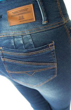 JEAN CON BOLSILLO TRASERO Jean Overalls, Denim Trends, Denim Jeans Men, Denim Fashion, Jeans Style, Pants For Women, Jean Outfits, Flare Leg Jeans, Woman Clothing