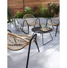 Wood patio furniture brings a warm and classic look to your outdoor entertainment area. There are so many types of woods to choose from for your furniture. Metal Patio Furniture, Outdoor Furniture Design, Furniture Styles, Garden Furniture Sets, Casa Feng Shui, White Armchair, Metal Pergola, Home And Living, Living Room