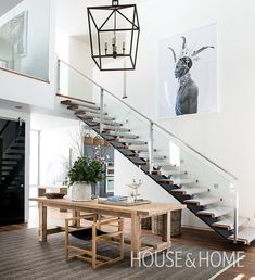 A modern rustic chalet was designed by Les Ensembliers for a family of four who have a passion for the outdoors, located in Mont-Tremblant, Quebec, Canada. House Stairs, Carpet Stairs, Stair Shelves, Rustic Stairs, Open Stairs, Modern Entrance, Floating Staircase, Home Decor Kitchen, Home Decor Styles