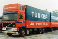 Volvo F 10-II 6x2 topsleeper met gesloten aanhanger van Tukker in Lisse