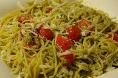 Avete mai assaggiato la pasta fredda alla trapanese con i pomodorini? Ecco a voi come realizzare questo primo piatto delizioso ottimo per l'estate!