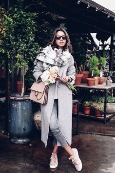 Casual outfit - gray coat & jeans + pink sneakers + Chloe Faye bag
