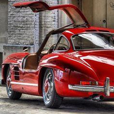 What a wonderful photo - do you like it? Photo by @palmbeachclassics #mercedes #mercedesbenz #gullwing #mbclassic #car #cars #dreamcars #design #luxury #lifestyle #cartastic #instacar