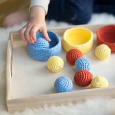 DIY: Sorting game for children to learn to color (including crochet instructions) - Knitting for Beginners Learning Colors, Kids Learning, Diy Montessori, Montessori Materials, Sorting Games, Crochet Instructions, Baby Supplies, Kinds Of Salad, Learn To Paint