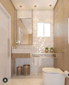Beautiful bathroom with gold and wood accents, bringing a super modern result. - Design Cointrend News Bathroom Design Luxury, Modern Bathroom Design, Toilet Design, Beautiful Bathrooms, Bathroom Inspiration, Small Bathroom, Home Decor, Ceiling Light Design, Lighting Design