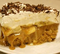 Serves: 8 Cook time: Ready in 45 minutes plus approx 5 hours' chilling Total time: Over 60 Minutes Syns per ingredients 10 reduced fat digestive biscuits, finely crushed 5 level tbsp low fat spread 2 x sachets powdered gelatine quark 3 World Recipes, Pie Recipes, Sweet Recipes, Dessert Recipes, Cooking Recipes, Banoffee Pie, Banoffee Recipe, Greek Sweets, Greek Desserts