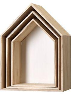"""Dieses 3-teilige Regal Set der Marke Bloomingville eignet sich hervorragend für tolle individuelle Wanddekorationen. Durch verschiedene Anordnung der Wandregale können Sie jedem Raum eine persönliche Note verleihen. Die Regale im skandinavischen Design sind aus Holz gefertigt und die Rücken- sowie Seitenwände weiß bemalt (komplett). Die Rahmen in Haus Form haben die Maße (B/T/H) 35/20,5/47,5 cm, 30/17/42,5 cm und 25/15/37 cm. """"Share your Style. Tell your story. Change your home."""" - Die ..."""