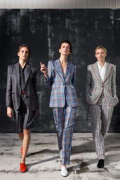 Giorgio Armani Fall 2019 Ready-to-Wear Fashion Show - Vogue Fashion Week, Fashion 2020, Look Fashion, Winter Fashion, Fashion Outfits, Womens Fashion, Fashion Trends, Fashion Ideas, Tartan Fashion
