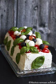 Maistuis varmaan sullekin!: Italialainen voileipäkakku Cake Sandwich, Appetizer Salads, Food Tasting, Antipasto, Bon Appetit, Finger Foods, Food Porn, Brunch, Food And Drink