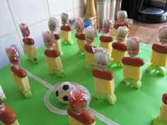 Traktatie Ideeën - Voetbalveld Birthday Treats, Party Treats, Birthday Parties, Healthy Party Snacks, Diy Snacks, Baby Co, Cake Decorating Techniques, Kids Meals, Party Time