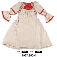 smock ciupag Transylvania Romania Folk Costume, Costumes, Transylvania Romania, South London, Veronica, Smocking, Cold Shoulder Dress, Museum, Textiles