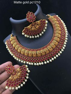 Antic Jewellery, Gold Jewellery Design, Temple Jewellery, Gold Jewelry, Gold Necklace, Diamond Jewellery, Simple Necklace, Indian Wedding Jewelry, Bridal Jewelry