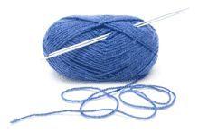 Tricoter : Souhaitez-vous apprendre à tricoter ? Rien de plus facile avec les sites et les vidéos que abc-apprendre.com a sélectionné pour vous. L'hiver sera alors sûrement moins froid et plus coloré avec un beau pull, un bonnet et des gants faits mains.