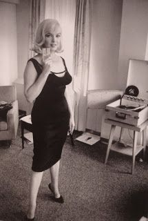 Marilyn Monroe in Jean Louis black silk crepe wiggle dress, created for THE MISFITS (1960).  -- http://kittensandaprons.blogspot.com/2012/11/the-personal-style-of-marilyn-monroe.html