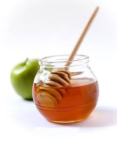 Apple & Honey Face Mask for Clear Skin | Works wonderfully and is super easy to make if you happen to run out of your regular facial mask and need a quick stand-in.