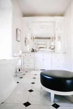 Every so often I like to refresh my master bathroom and the perfect time to do so is spring. Come see how I updated these vanities in my Spring Bathroom refresh! Black And White Master Bathroom, White Bathroom, Cheap Home Decor, Diy Home Decor, Natural Home Decor, E Design, Home Decor Accessories, Home Remodeling, Interior Decorating