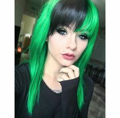 31 Glamorous Green Hairstyle Ideas Update) - 31 Glamorous Green Hairstyle Ideas Update) Black and Green Hair – Block Color Hair Ombre Hair Color, Cool Hair Color, Color Block Hair, Bob Pastel, Black And Green Hair, Color Del Pelo, Multicolored Hair, Colorful Hair, Green Hair Colors