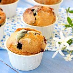 Receta de Magdalenas de nata con arándanos Cupcakes, Baking, Breakfast, Food, Cupcake Recipes, Custard, Crack Cake, Easy Recipes, Pastries