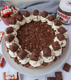 Nutella Bueno Cheesecake (No Bake) - The Baking Explorer - Rezepte Nutella Cheesecake, Nutella Cake, Nutella Cookies, Nutella Spread, Chocolate Cheesecake Recipes, Cheesecake Bites, Easy Desserts, Dessert Recipes, Cupcake Recipes