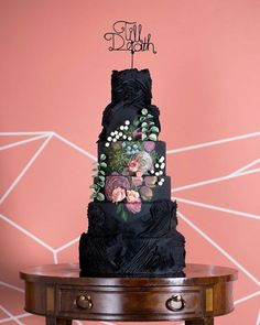 32 Romantic Floral Wedding Cakes to Show Your Baker - Hand Painted Cakes Black Wedding Cakes, Beautiful Wedding Cakes, Gorgeous Cakes, Pretty Cakes, Cute Cakes, Amazing Cakes, Unusual Wedding Cakes, Unique Cakes, Creative Cakes