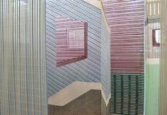 Hierdoor krijg ik nog een geweldig idee voor de MUSEUMWEEK (vind ik tenminste ;-)) wat van een TEXTIELDOOLHOF ...?  - I don't think we've ever seen anything like these woven rooms before. Wies Preijde, who is inspired by rhythmic patterns, textures, shapes in everyday life