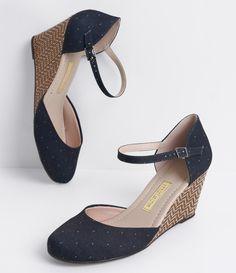 Sapato feminino    Material: jeans    Salto anabela    Marca: Moleca             COLEÇÃO VERÃO 2017             Veja outras opções de    sapatos femininos.                Sobre a…
