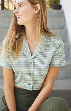 Take preppy style pointers from John Galt and the must-have Gingham Top. Available in a gingham print, this top is complete with short sleeves, button-down front, and a cropped fit. Preppy Mode, Preppy Style, Crop Top Outfits, Cute Outfits, Celebrity Outfits, Blouse Vintage, Aesthetic Clothes, Gingham, Ideias Fashion
