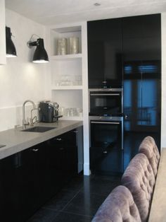 No corner cabinets Black Kitchens, Cool Kitchens, Kitchen Black, Kitchen Dinning, Kitchen Decor, Tadelakt, Best Kitchen Designs, Kitchenette, Beautiful Kitchens