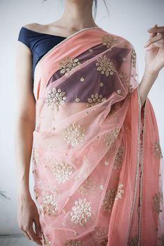 Haute spot for Indian Outfits. Sari Design, Sari Blouse Designs, Indian Attire, Indian Wear, Indian Dresses, Indian Outfits, Indian Clothes, Trendy Sarees, Indian Fashion
