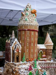Check out this Hogwarts-inspired gingerbread house from the fifth annual AIA Gingerbread Build-Off!There's even a little Golden Trio ...